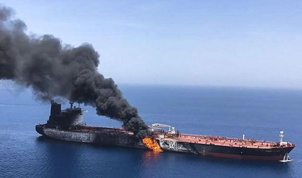ホルムズ海峡で攻撃を受けたタンカー