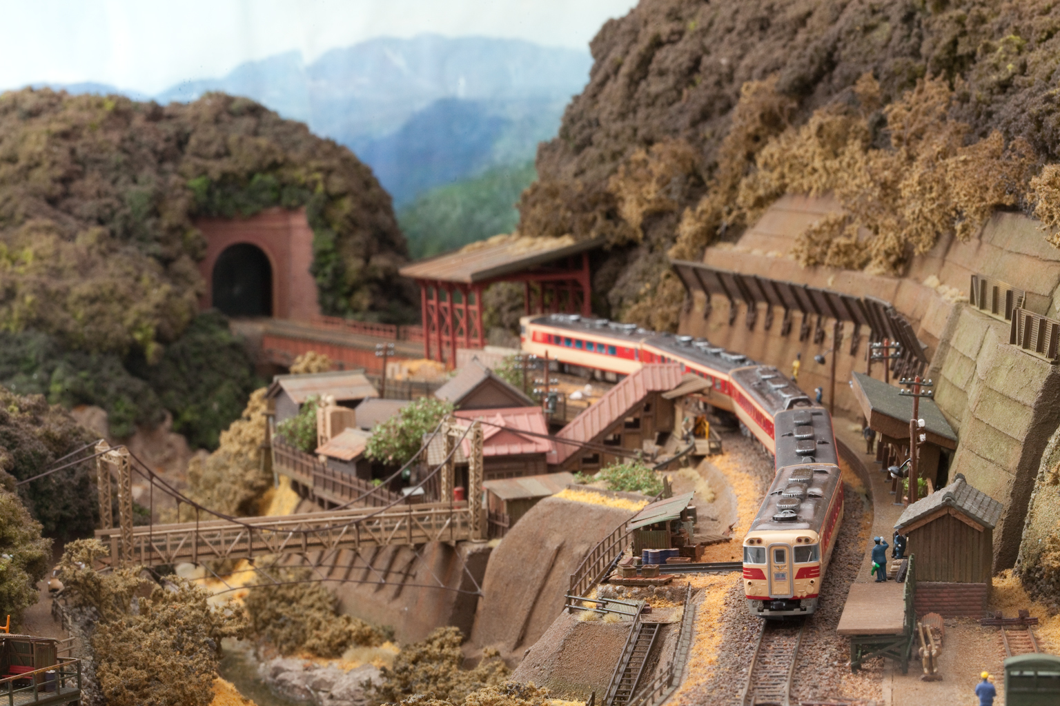 鉄道模型モジュール 1500masa 渓谷キハ82