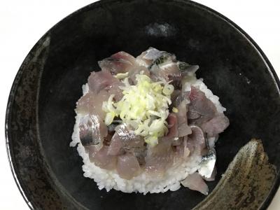 サバ・アジ・ムツの三色丼