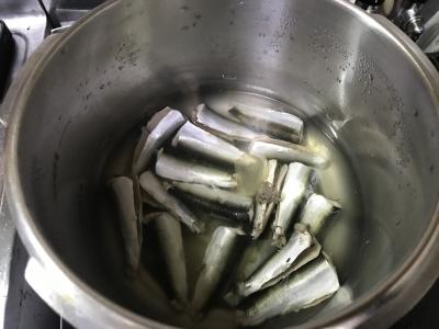 圧力鍋で煮込んだウルメイワシ