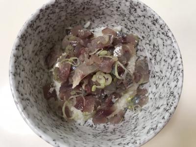 アジとウルメイワシのタタキ丼