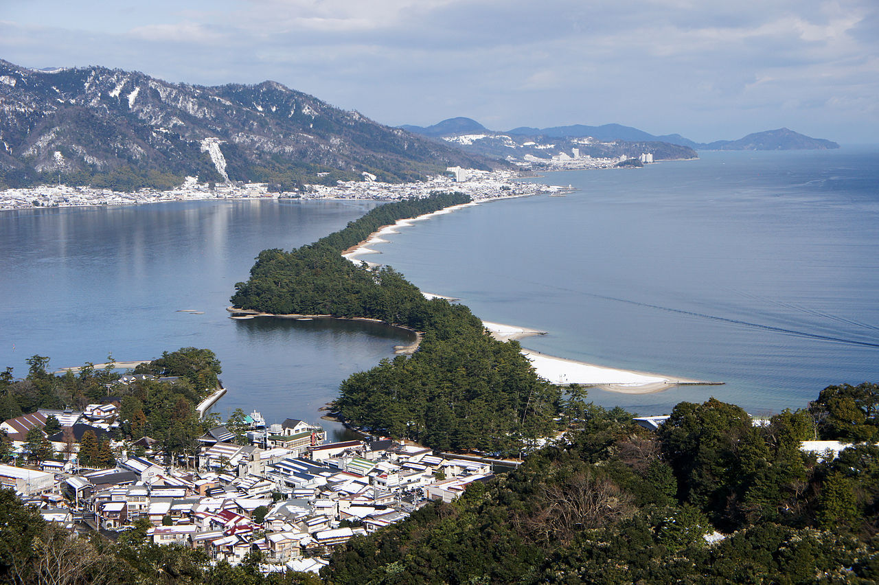 1280px-Amanohashidate_view_from_Mt_Moju02s3s4592.jpg