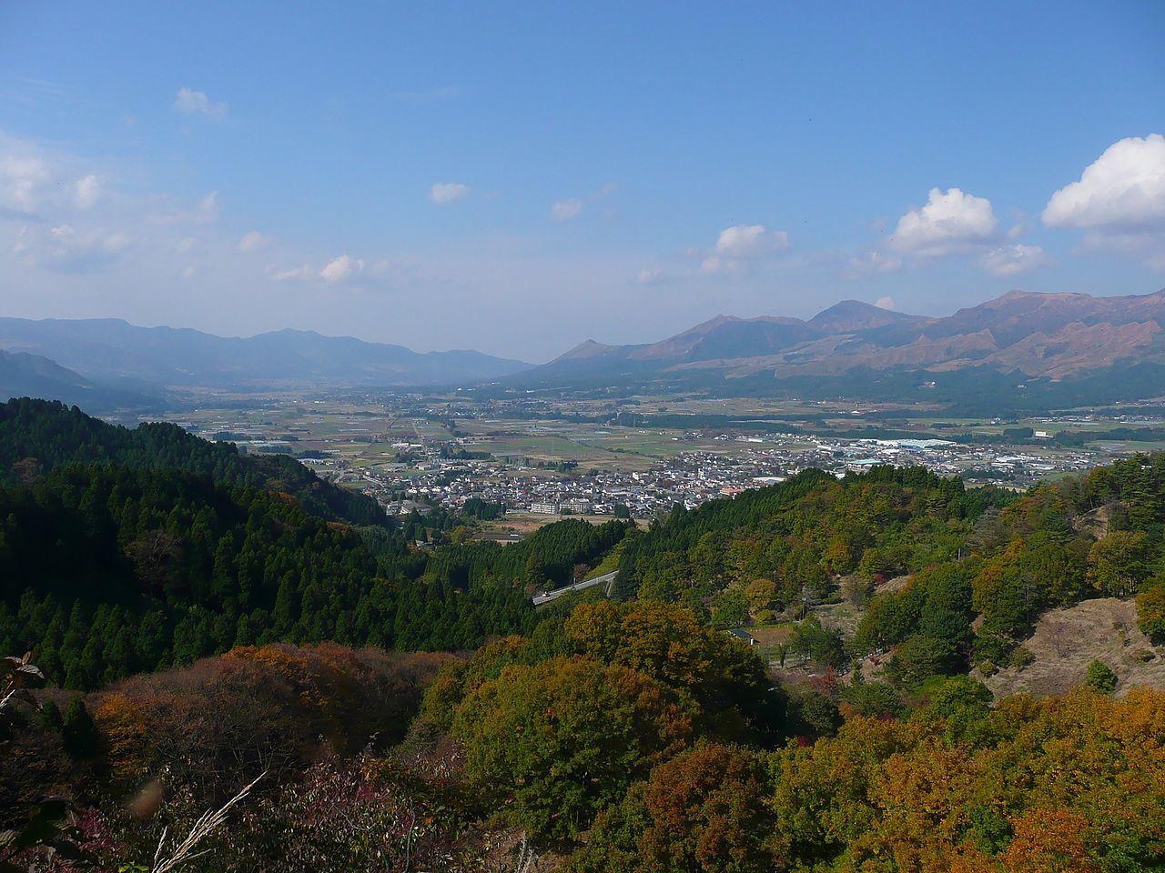 1280px-Nango_Valley_from_Takamori_Pass_2009.jpg