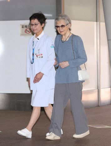 上皇后美智子さま、乳がん手術のため入