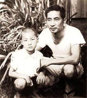 Junichiro_Koizumi_and_Junya_Koizumi.jpg