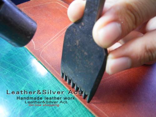 手縫い レザー