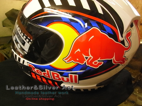 レットブルヘルメット