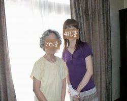 2011年7月ユニクロTシャツ 母と実家で