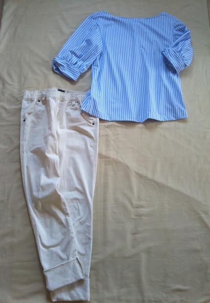PLSTストライプのプルオーバー と白パンツのコーデ