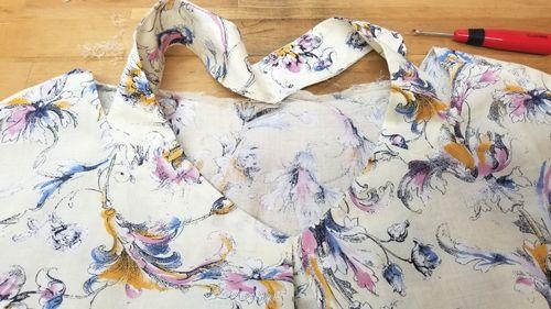 花柄ブラウスVネック袖ぐりお直し5