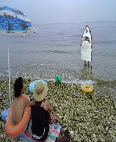 3ボケ時空から来た浜辺のサメ