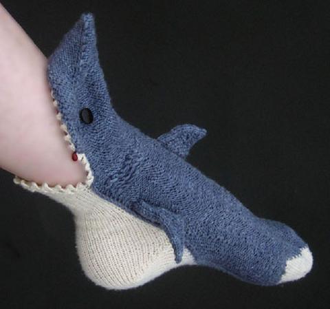 9サメ靴下がパクリ