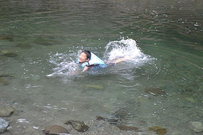 何がなんでもキャンプだし トイプードル ココア キャンプ 犬用 ライフジャケット 安い 川遊び 浮力 PFD