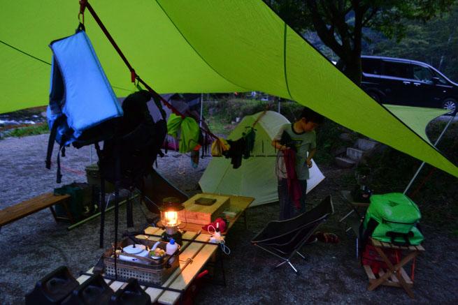 何がなんでもキャンプだし またぎ またぐ 囲炉裏テーブル スノーピーク ジカロテーブル グルキャン ニューノーマル ビジョンピークス ヒマラヤ 新型コロナ
