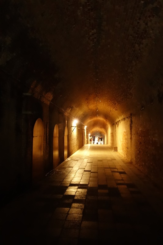 猿島愛のトンネル