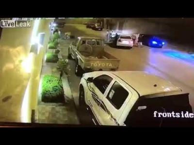 【Fight!】さすがサウジアラビア・・・車で喧嘩!