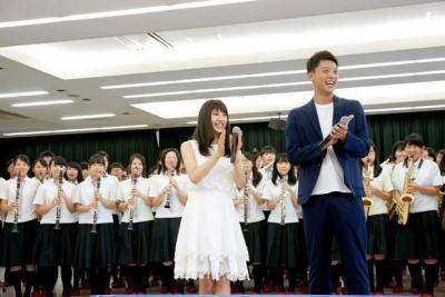 【芸能人サプライズ(学校編)】土屋太鳳、竹内涼真が高校にサプライズ訪問!