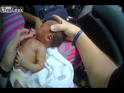 【感動!】生後12日の赤ちゃんを救った保安官!