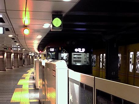 ムーディーな東京メトロ銀座線 上野駅ホーム