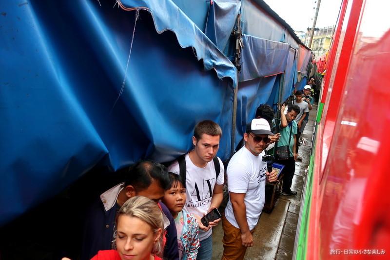 メークロン市場(パタパタマーケット) 鉄道の旅