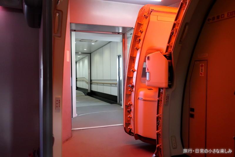 伊丹空港 B777-300 クラスJ