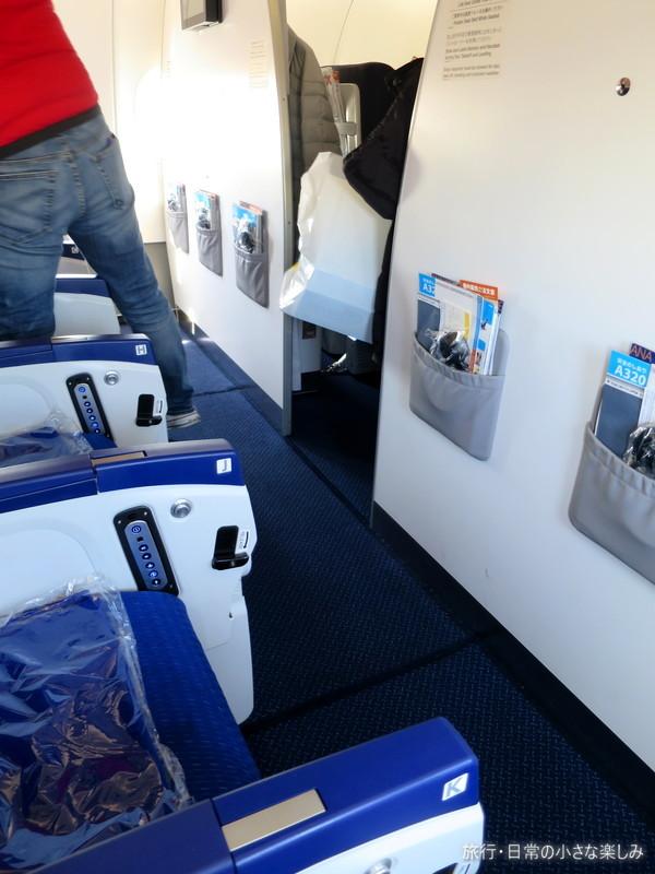 ANA B737-300 座席狭い