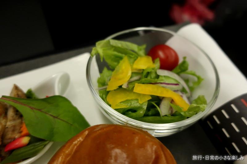 JL811 成田 高雄 ビジネスクラス 機内食