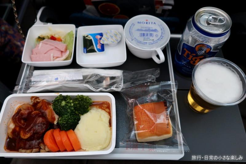 シンガポール航空 SQ619 鶏もも肉のグリルマッシュルームソース 機内食