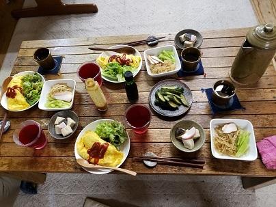 低いテーブル―1