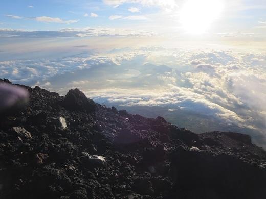 雲を見つつ下山開始