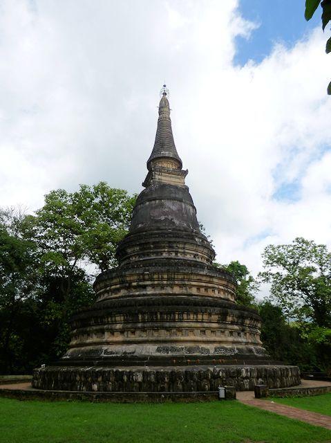ワット・ウモーンの仏塔