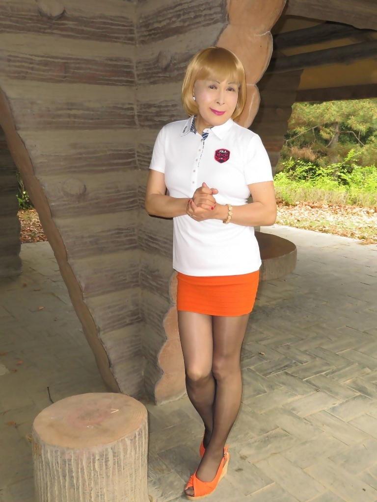 白ポロシャツ橙マイクロミニE(1)