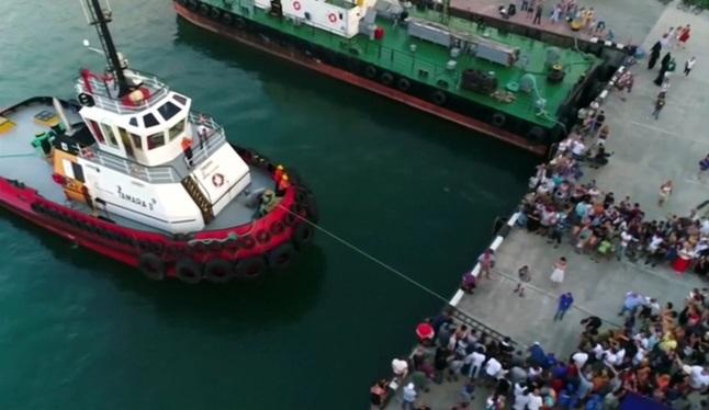 船を引く人-2