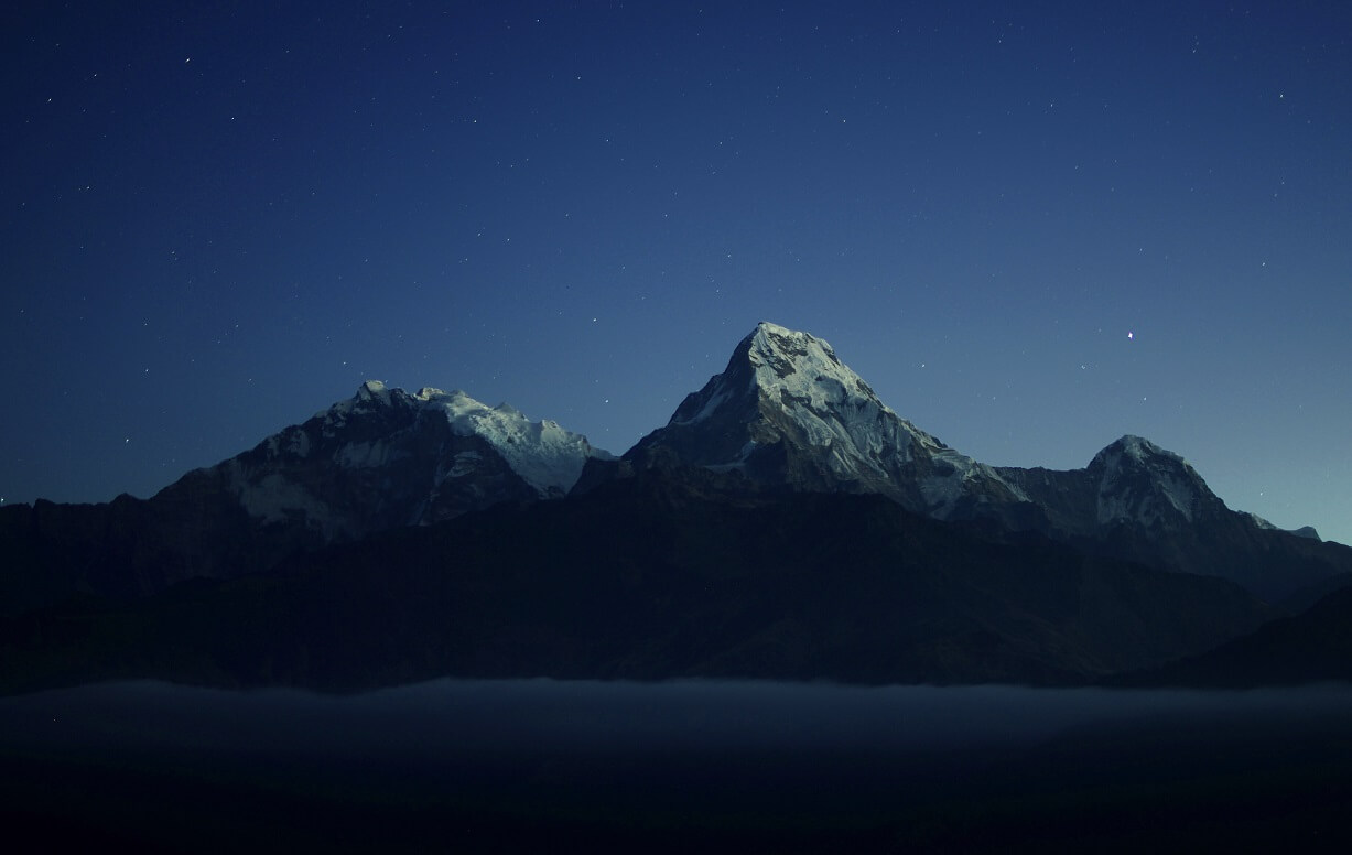 山 夜 Photo by Daniel Leone on Unsplash