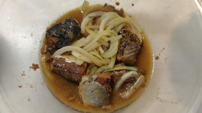 サバ味噌煮缶と玉ねぎの煮物1