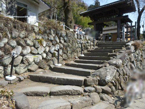 碓氷関所跡正面側の階段
