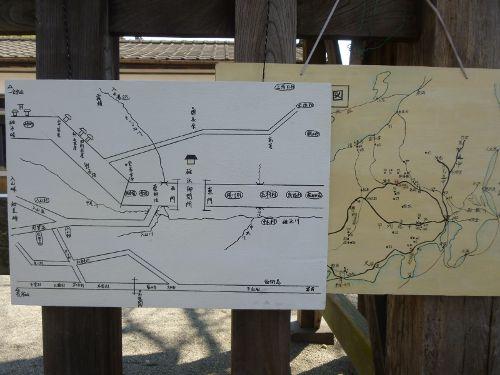 碓氷関所の周辺を記した案内板