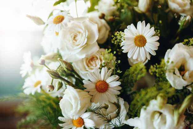 fresh-bouquet-white-rose-chamomile-close-up_121708-25.jpg
