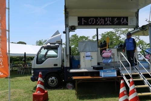 東名高速50周年 JAFシートベルト体感車
