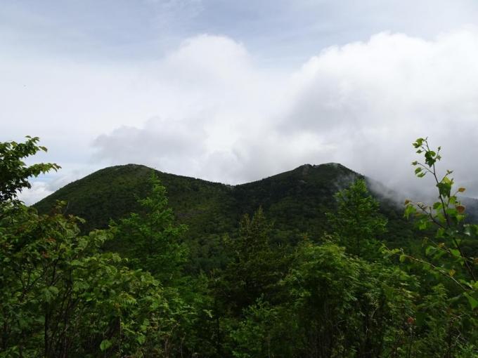 村界の丘から篭の登山