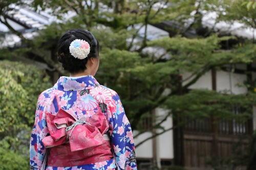 [韓国の反応]キム・カーダシアンに文化盗用と批判殺到下着ブランド名を「Kimono」で商標登録?「日本人が文化の盗用とか言える立場かよ」