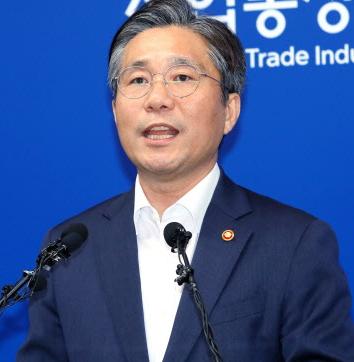 [韓国の反応]韓国政府 日本側に「ホワイト国除外」事前通知=必要なら追加説明「ホワイト国の指定から外れると、ノリ、ワカメ、ヒラメがが食べられなくなって日本人は餓死してしまうから可哀そうだね」