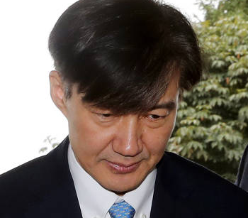 [韓国の反応]韓国、文大統領の支持率40%に また最低値、チョ氏任命が影響「今退いておけば、大統領退任時に弾劾されたり飛び降りたりすることはないだろうに」