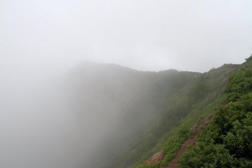 お山は雲の中!