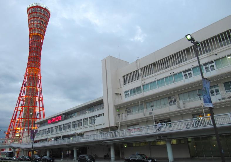 20190924神戸ポートタワーとビル