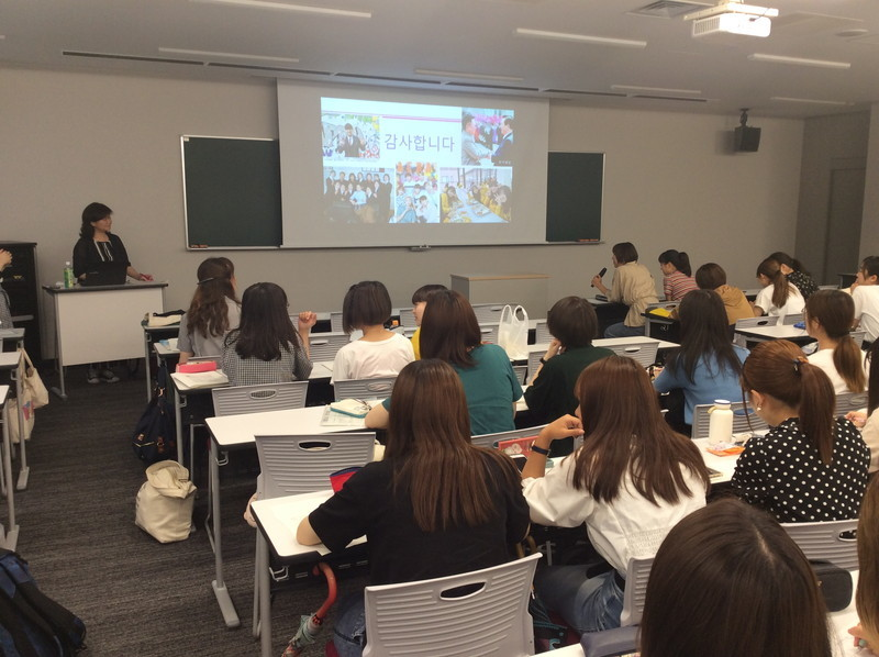 常葉大学での筆者の講義風景10-26-04
