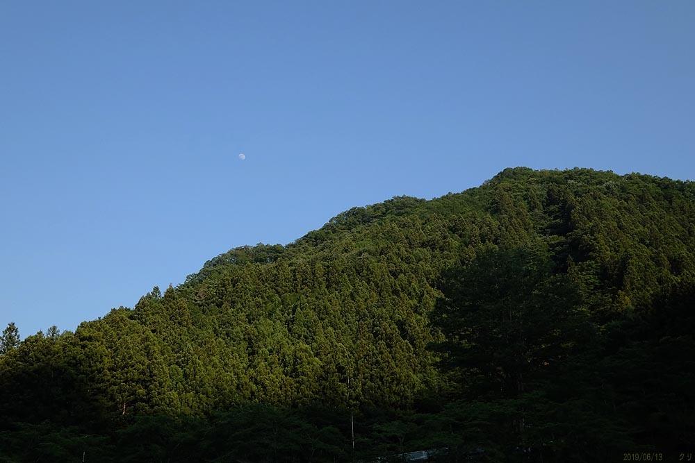 20190613-15 青空の月