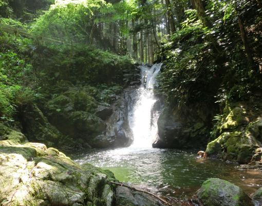 11小さな滝が