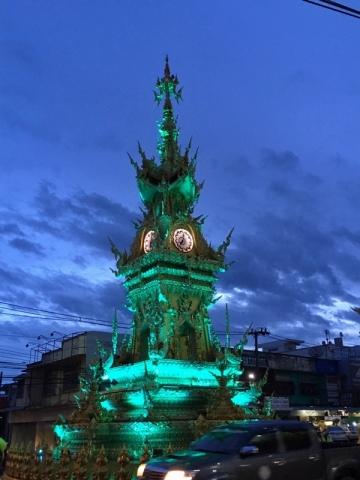 チェンライ時計塔のイルミネーション