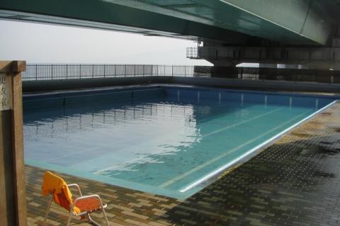 西湘バイパスの真下にあった国府津海水プール